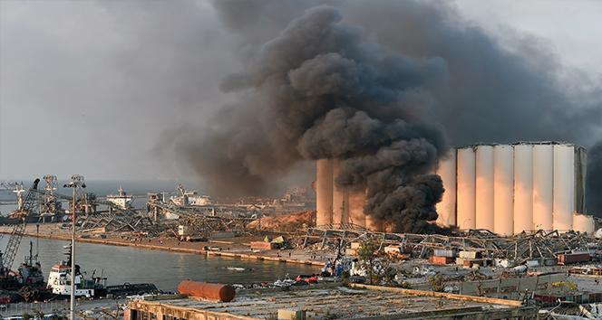 Lübnan Elektrik Kurumu binası patlamanın şiddetiyle yıkıldı