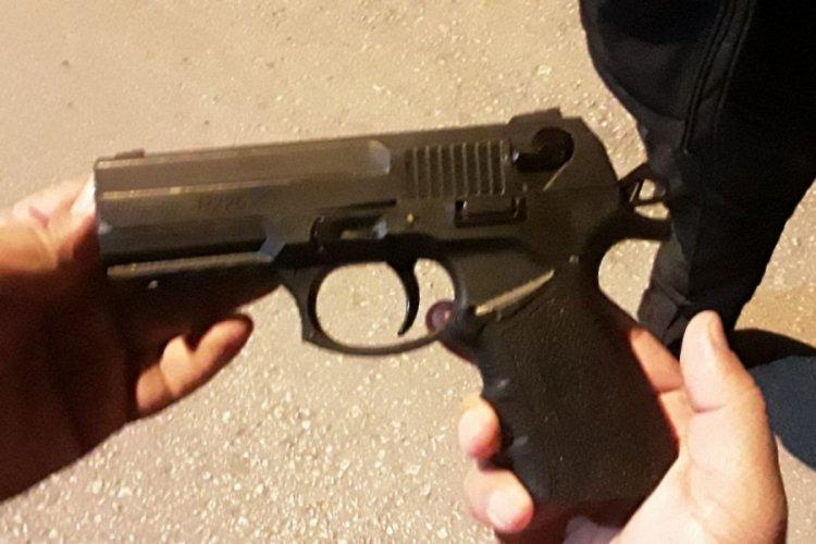 Silahı Göle Attı Polisten Kaçtı, Kovalamaca Sonrası Yakalandı