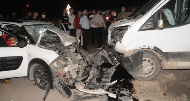 Cizre'de kamyonet ile otomobil çarpıştı: 7 yaralı
