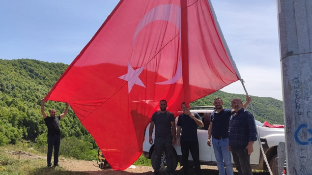 Şanlı Bayrağımız Gürle Dağında Göndere Çekildi