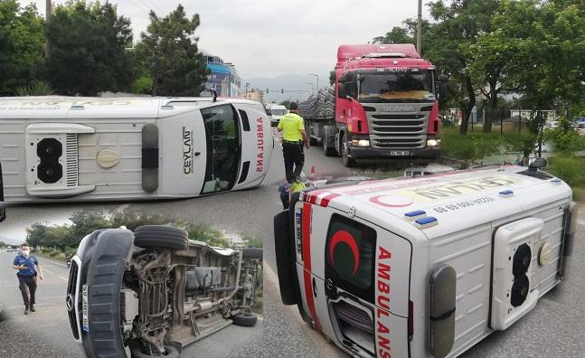 Otomobile Çarpan Ambulans Takla Attı 4 Yaralı