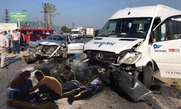 Otomobil İle Fabrika Servisi Çarpıştı 2 Yaralı!